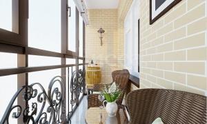 Дизайн балкона - ничего лишнего.