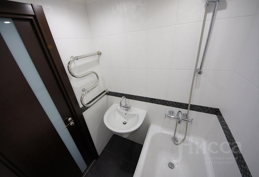 Темный пол в ванной