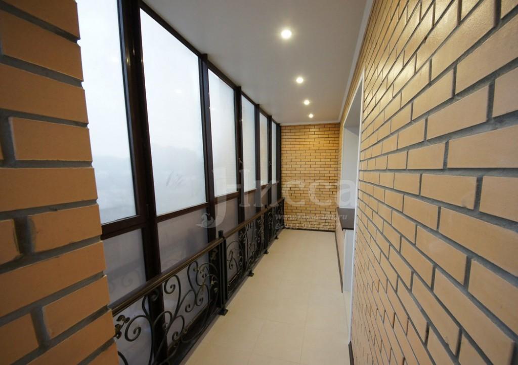 Ремонт балкона в трехкомнатной квартире на Российской 21