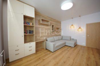 Мебельные щиты на стенах, шкаф, полки и столик - единое целое
